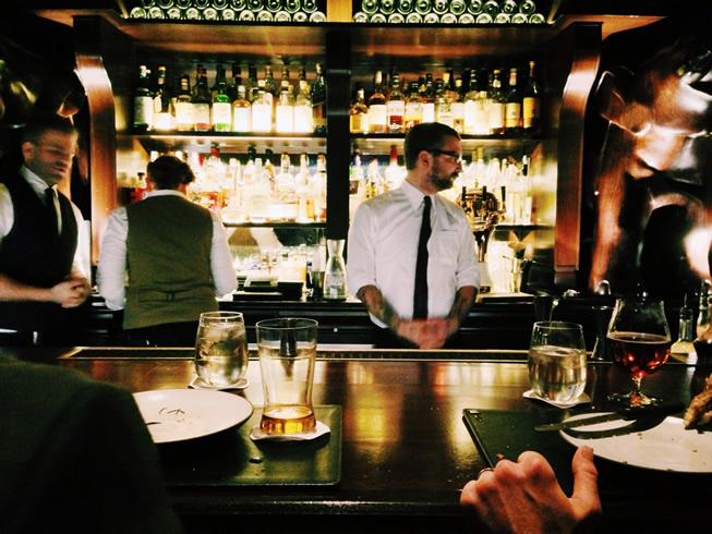 BARや立ち飲み、横丁は出会いの場。居酒屋で声をかけたくなる男性・女性の特徴